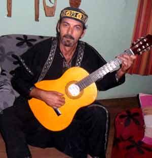 Raúl Terán, cantautor argentino de Bahía Blanca, Provincia de Buenos Aires, Argentina, residente en Albeta, Zaragoza, España