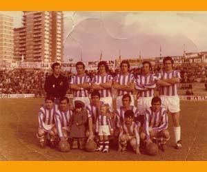 El primero a la izquierda, de pie, José Antonio Aramayo, en su etapa de portero del Real Valladolid