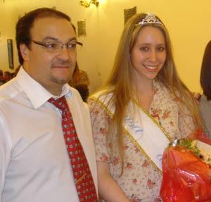 Alfredo Enríquez Badas, presidente de La Casa de Ourense, Buenos Aires, Argentina, junto a la Reina de la Primavera 2011 de la querida entidad gallega y española en tierras argentinas