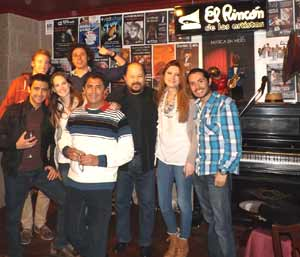 Grupo de artistas y amigos de El Rincón de los Artistas, local capitaneado por el guitarrista y cantante argentino Daniel Calá