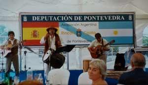 Escenario de una de las celebraciones del Día de la Patria en Pontevedra. Organizado por Asociación Argentina Rincón Criollo. Con el apoyo de la Deputación de Pontevedra