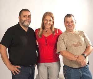 Los realizadores del programa Siempre Argentina de RAE Radio Argentina al Exterior, Gustavo Ríos, Mirian Túrkula y Leonardo Liberman, en Buenos Aires, Argentina
