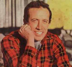 Roberto Yanéz, cantante argentino nacido en la ciudad de Córdoba. Ha recorrido toda América cantando su repertorio de temas románticos, baladas, algún tango