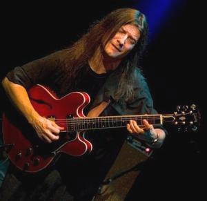 Sacri Delfino, guitarrista y compositor argentino. Reside desde 2002 en Madrid, España