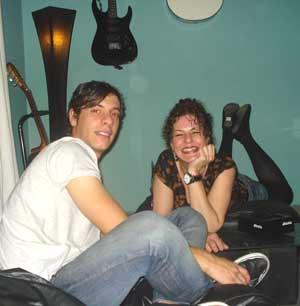 Sandra del Zotto, periodista argentina nacida en Wilde, Avellaneda, residente en Arteixo, Coruña, España, con su sobrino Alex