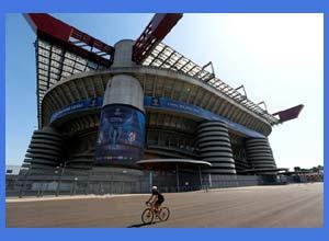 El estadio municipal de San Siro, en Milán / Milano - Italia, ya vestido con los colores de la Champions League edición 2016