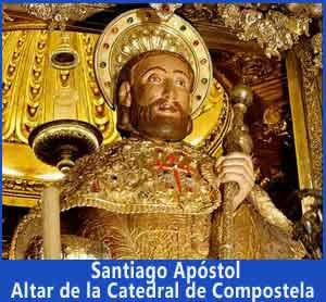 Figura corpórea de Santiago Apóstol al que abrazan desde atrás los peregrinos al completar su recorridos en Compostela