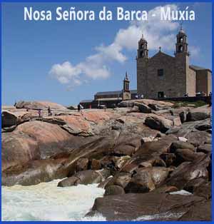 Templo de Nosa Señora da Barca, en Muxía, orillas del Atlántico, para muchos peregrinos, el punto final de las Rutas Jacobeas, también para el Camino Portugués de Santiago