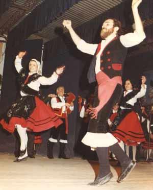 Conjunto de danzas gallegas cuya profesora es Beatriz Crespo, hija de gallegos nacida en Buenos Aires, Argentina