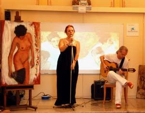 La cantante y pintora argentina Susana Negri actuando en Barcelona, Cataluña, España