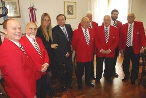Los integrantes de Tradicional Jazz Band en el acto de entrega de los galardones de la Municipalidad de Rosario a sus integrantes. El primero a la izquierda es Gabriel Alustiza, seguido por Raúl Bambi García
