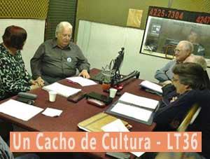 La escritora argentina y difusora del tango Nélida Caracciolo durante su intervención en el programa Un cacho de cultura, que realizan Pablo Valsina y Alicia Romero, en LT36 Radio Chacabuco, Provincia de Buenos Aires