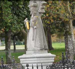 Nuestra Señora de los Milagros, en la explanada del santuario donde se celebra cada segundo domingo de setiembre su festividad, en Amil, Concello de Moraña, Provincia de Pontevedra, Galicia, España